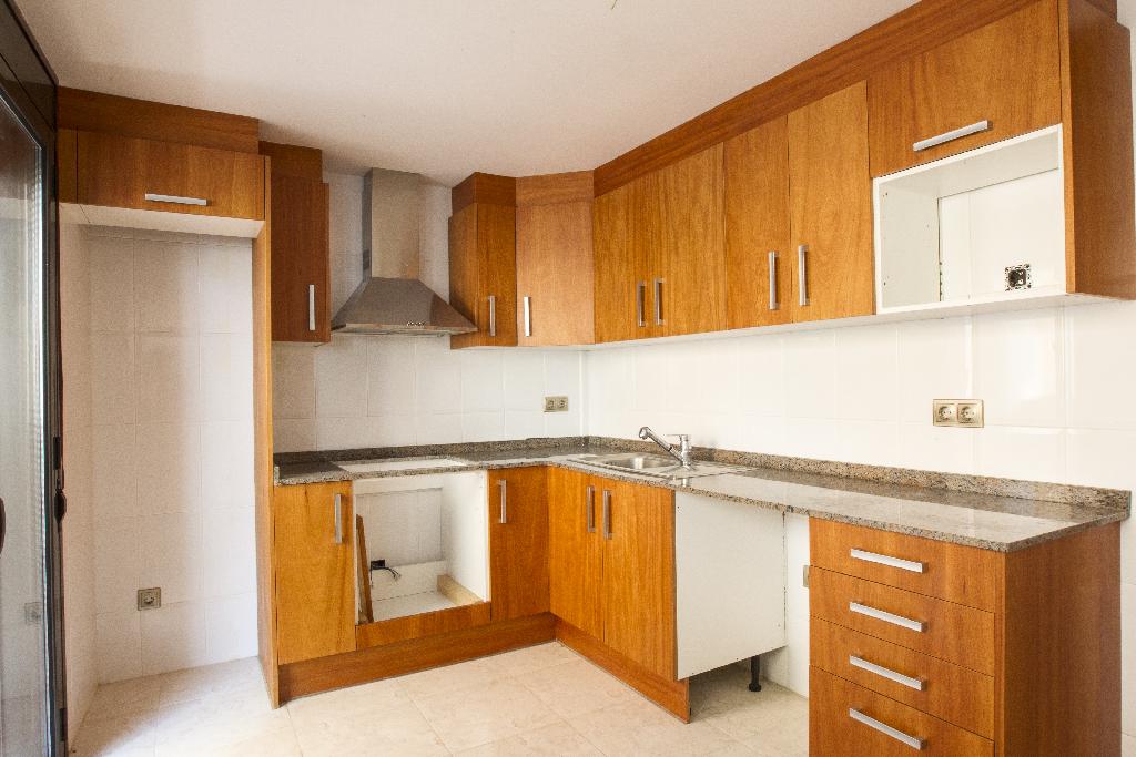 Piso en venta en Amposta, Tarragona, Calle Joan D`austria, 45.000 €, 3 habitaciones, 1 baño, 108 m2