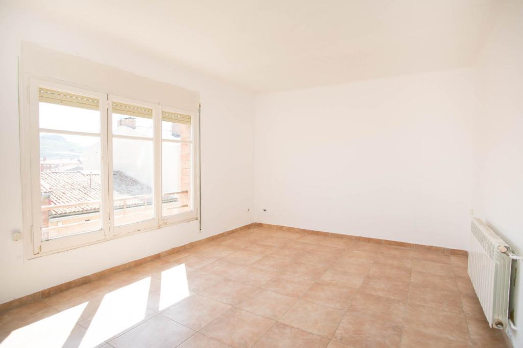 Piso en venta en Calaf, Barcelona, Calle Raval de Sant Jaume, 37.000 €, 3 habitaciones, 1 baño, 80 m2
