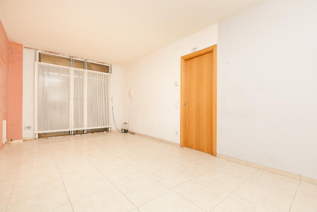 Piso en venta en Sant Quintí de Mediona, Barcelona, Avenida Montserrat, 66.500 €, 3 habitaciones, 2 baños, 82 m2