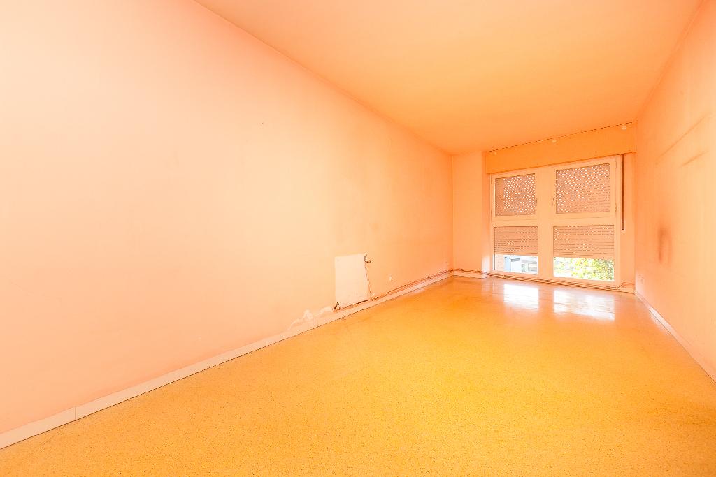 Piso en venta en Sabadell, Barcelona, Calle Can Llobateres, 77.000 €, 3 habitaciones, 1 baño, 81 m2
