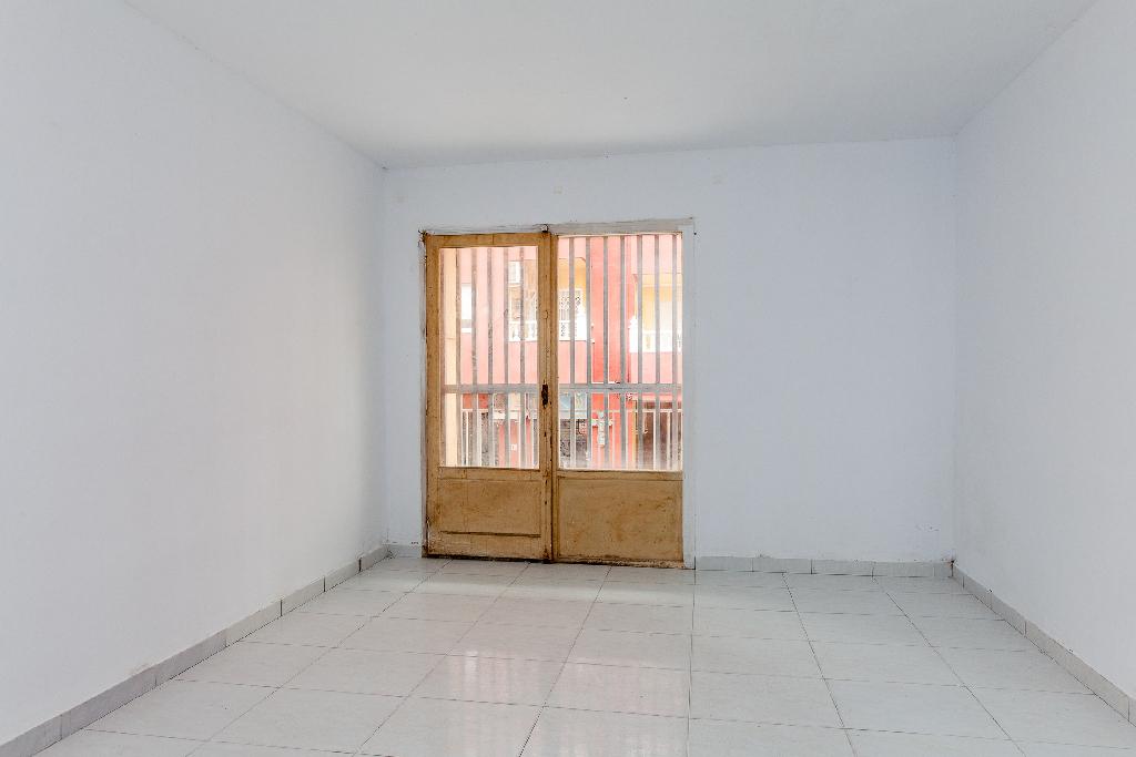 Piso en venta en Torrevieja, Alicante, Calle Torresal, 38.000 €, 3 habitaciones, 1 baño, 75 m2