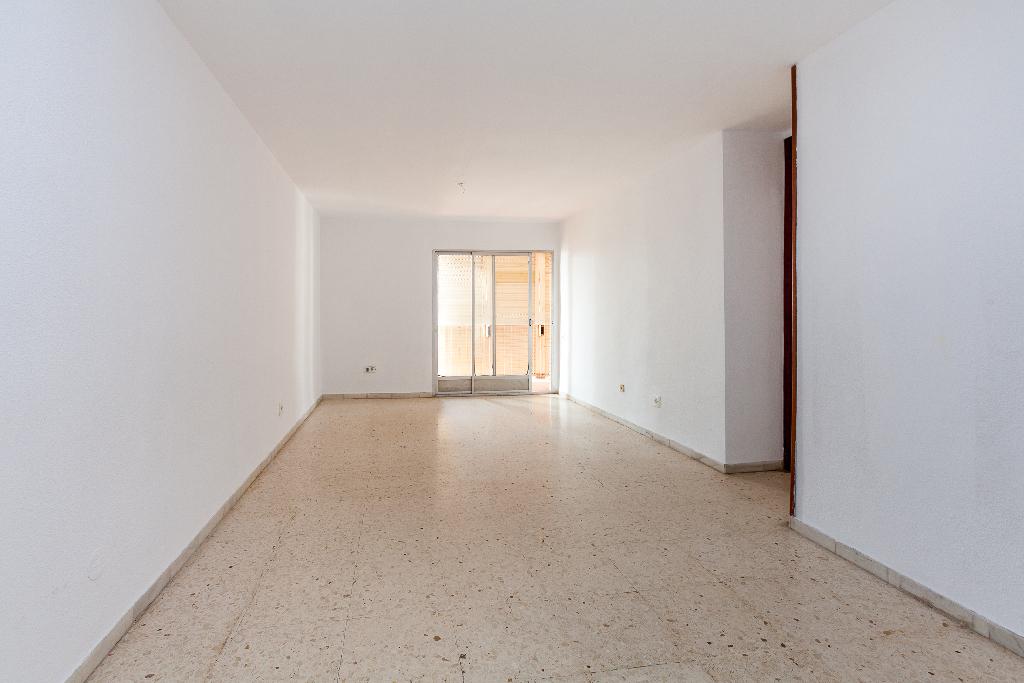 Piso en venta en El Ejido, Almería, Carretera Malaga A Almeria, 81.000 €, 4 habitaciones, 2 baños, 126 m2