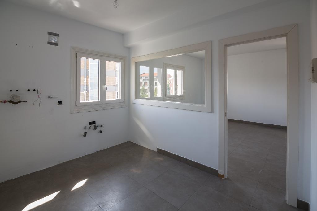 Piso en venta en Sondika, Vizcaya, Avenida Txori Erri, 130.000 €, 2 habitaciones, 1 baño, 95 m2