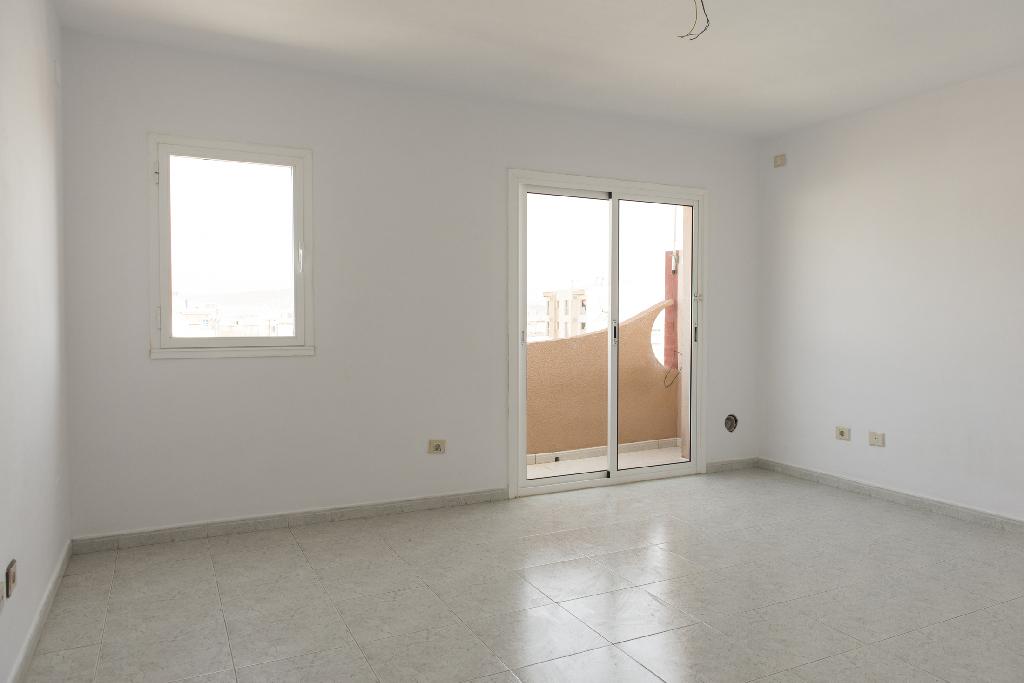 Piso en venta en Santa Lucía de Tirajana, Las Palmas, Calle Orilla Baja, 95.000 €, 3 habitaciones, 2 baños, 120 m2