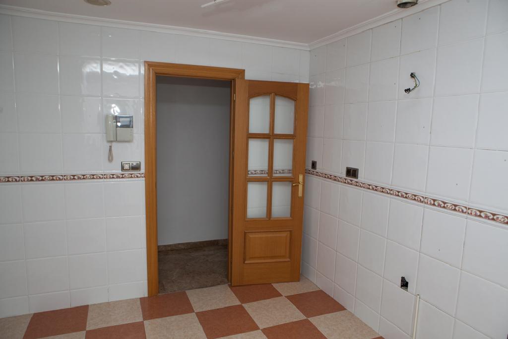 Piso en venta en La Pajarita, Albacete, Albacete, Calle Leon, 206.000 €, 4 habitaciones, 1 baño, 152 m2