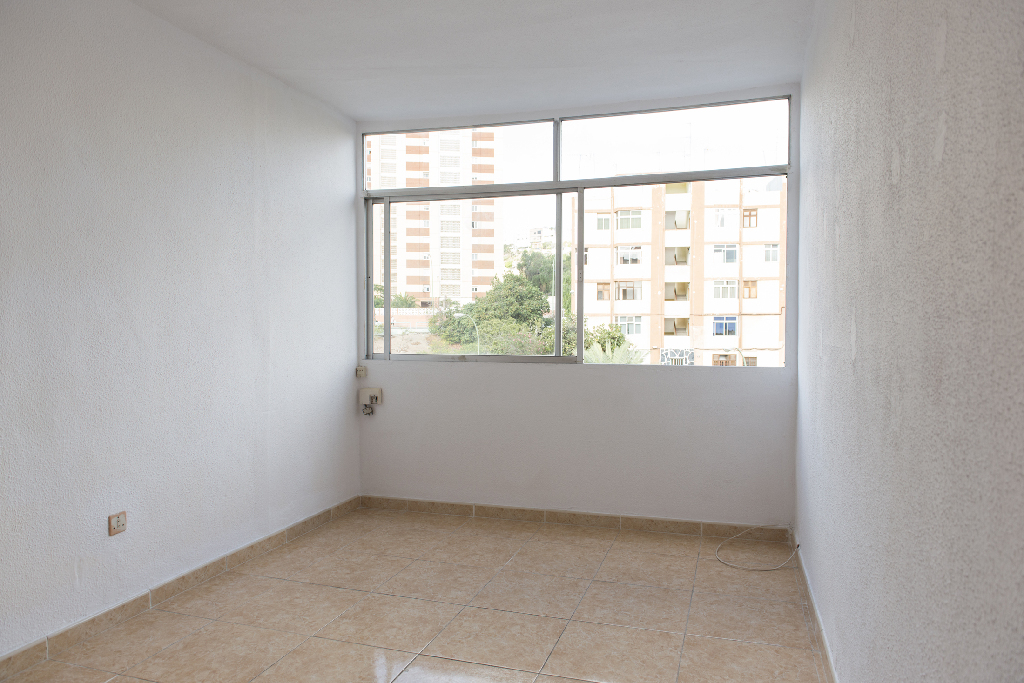 Piso en venta en Las Palmas de Gran Canaria, Las Palmas, Calle del Escorial, 44.000 €, 3 habitaciones, 1 baño, 51 m2