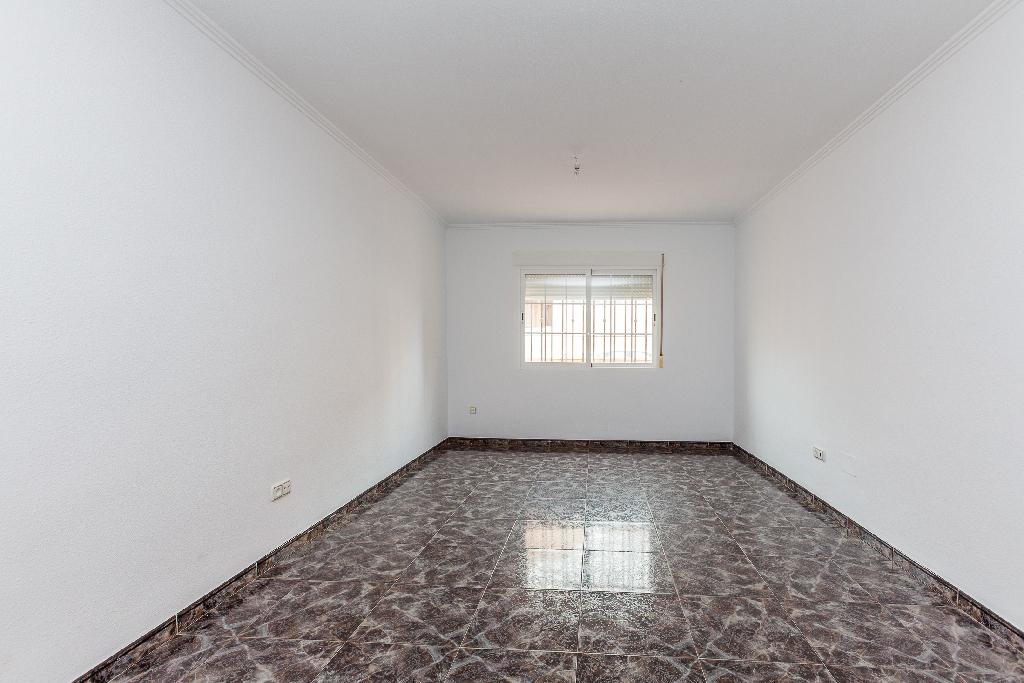 Casa en venta en El Ejido, Almería, Calle Zafiro, 84.000 €, 4 habitaciones, 2 baños, 136 m2