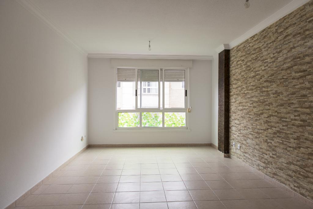 Piso en venta en Las Palmas de Gran Canaria, Las Palmas, Calle Acuarelista Elias Marrero, 120.000 €, 3 habitaciones, 2 baños, 110 m2