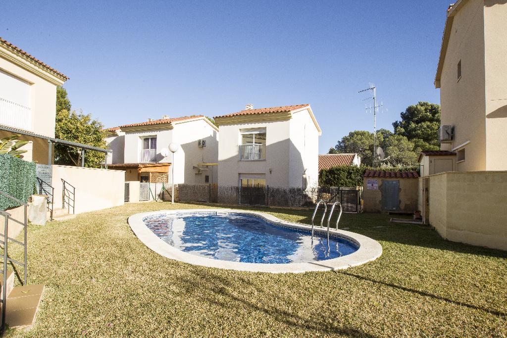 Casa en venta en Mont-roig del Camp, Tarragona, Calle Deesa Isis, 115.000 €, 2 habitaciones, 2 baños, 77 m2