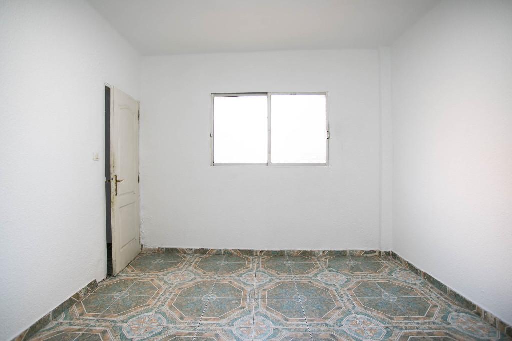 Piso en venta en Zaragoza, Zaragoza, Calle Granada, 59.000 €, 2 habitaciones, 1 baño, 69 m2