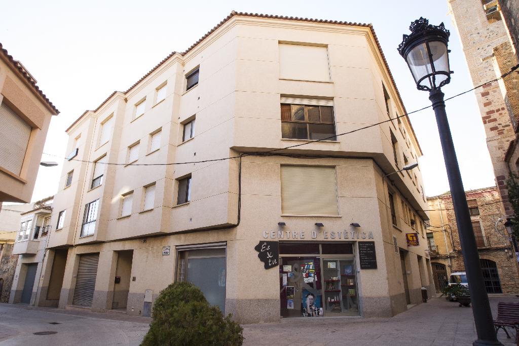 Piso en venta en Montbrió del Camp, Tarragona, Calle Nou, 80.000 €, 3 habitaciones, 2 baños, 89 m2