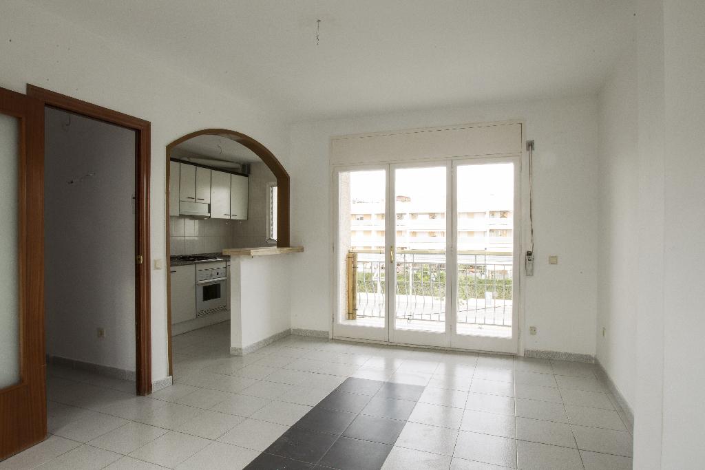Piso en venta en Cunit, Tarragona, Avenida Vilanova I la Geltru, 80.000 €, 2 habitaciones, 1 baño, 60 m2