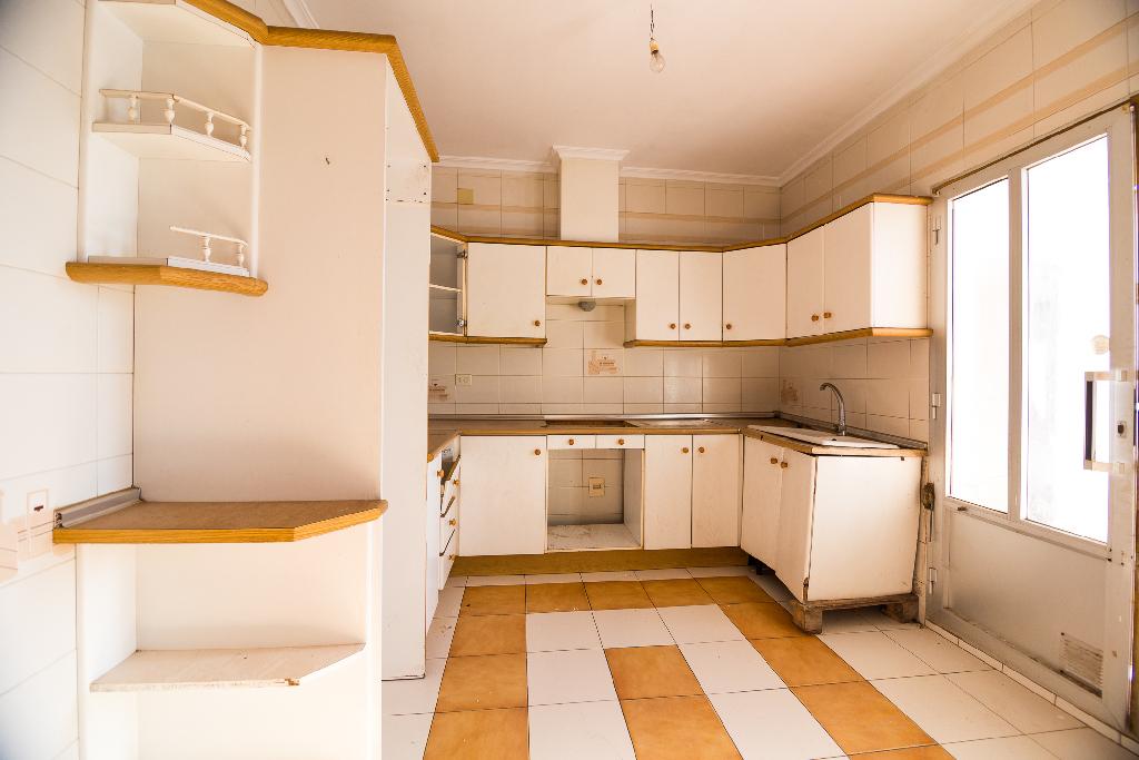 Casa en venta en Villarrobledo, Villarrobledo, Albacete, Calle Carrasca, 69.000 €, 8 habitaciones, 1 baño, 256 m2
