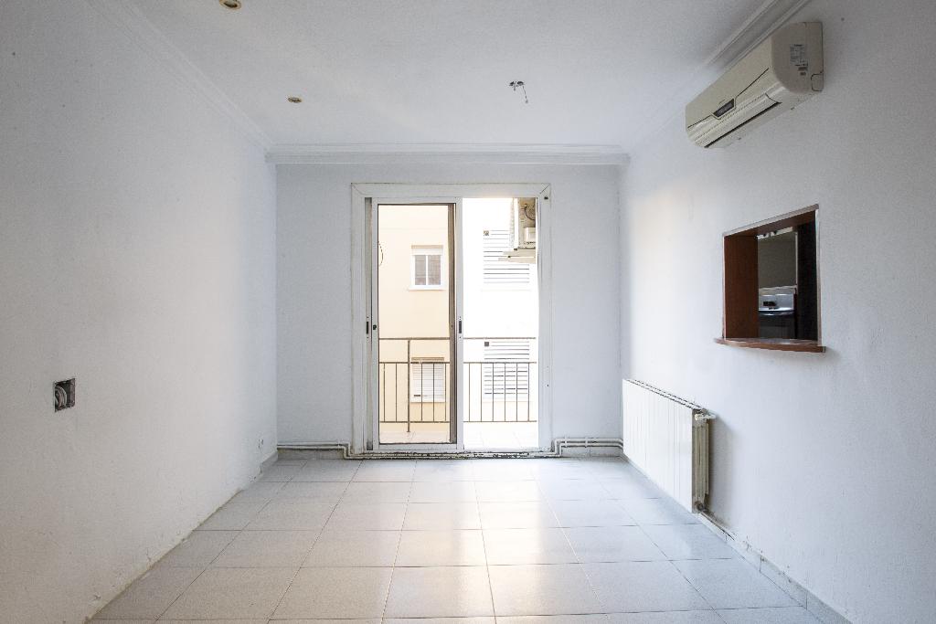 Piso en venta en El Vendrell, Tarragona, Calle del Mig, 46.500 €, 3 habitaciones, 1 baño, 68 m2