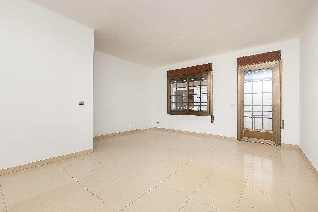 Piso en venta en Sant Esteve Sesrovires, Barcelona, Calle Doctor Pau Costas, 138.000 €, 3 habitaciones, 1 baño, 81 m2