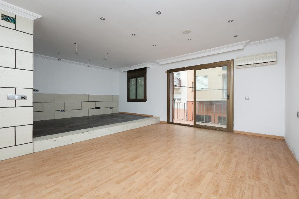 Piso en venta en Figueres, Girona, Calle Albera, 76.000 €, 3 habitaciones, 1 baño, 89 m2