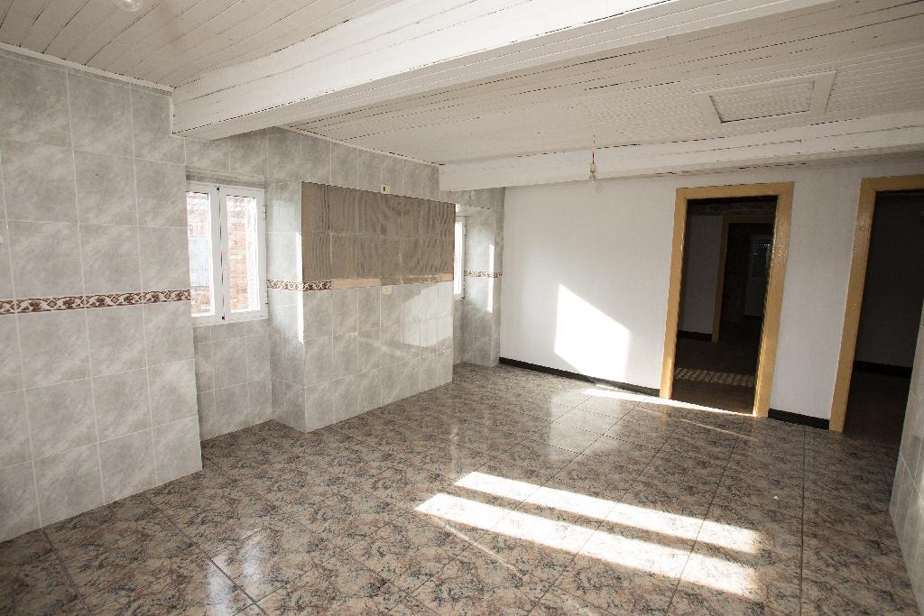 Casa en venta en A Cañiza, Pontevedra, Lugar Polígono Casancho, 64.000 €, 4 habitaciones, 1 baño, 184 m2