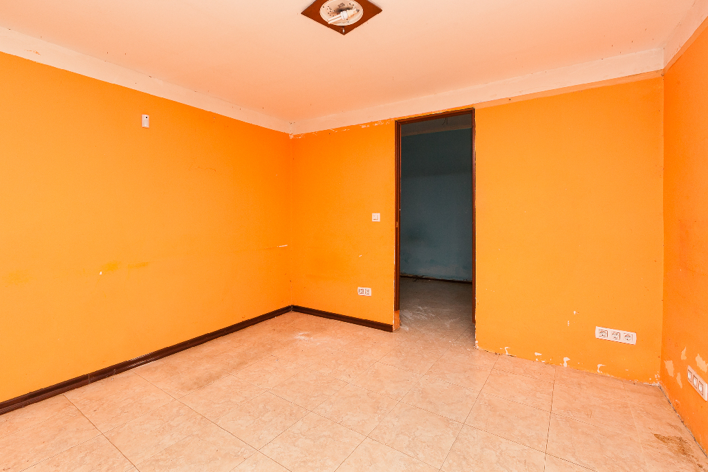 Piso en venta en Sant Vicenç Dels Horts, Barcelona, Calle Burgos, 51.000 €, 3 habitaciones, 1 baño, 51 m2