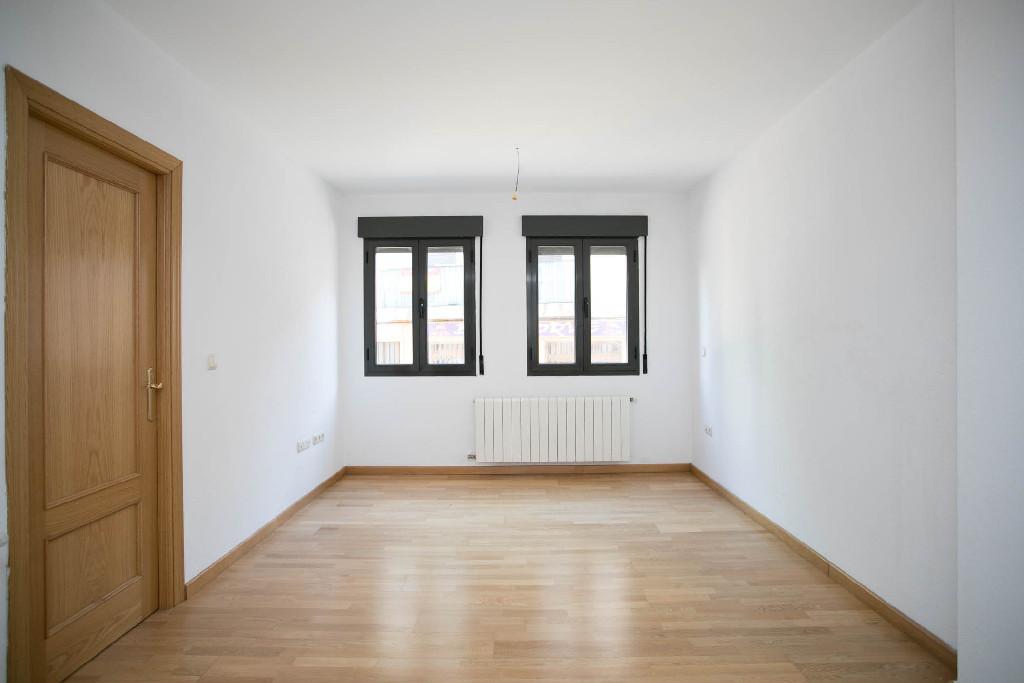 Piso en venta en Segovia, Segovia, Calle Domingo Vidaechea, 145.000 €, 1 habitación, 1 baño, 47 m2