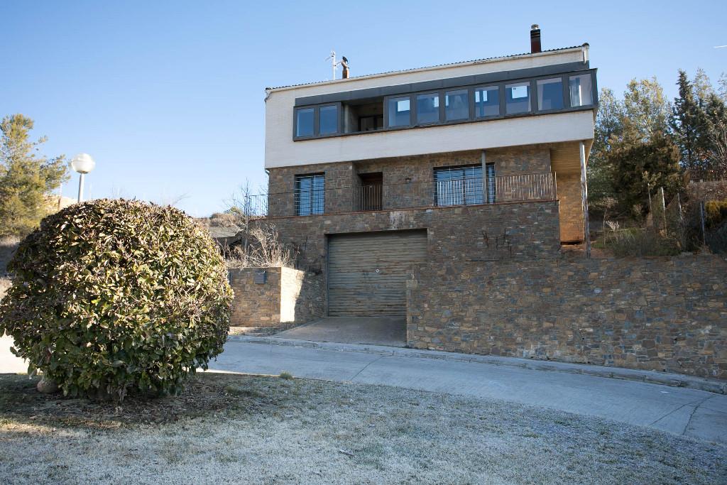Casa en venta en Tremp, Lleida, Calle Jacint Verdaguer, 282.500 €, 8 habitaciones, 3 baños, 306 m2