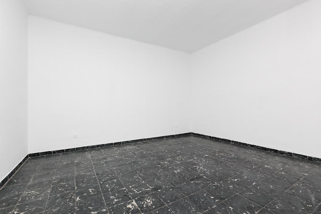Piso en venta en Rubí, Barcelona, Calle Mestre Tarrega, 200.000 €, 3 habitaciones, 1 baño, 141 m2