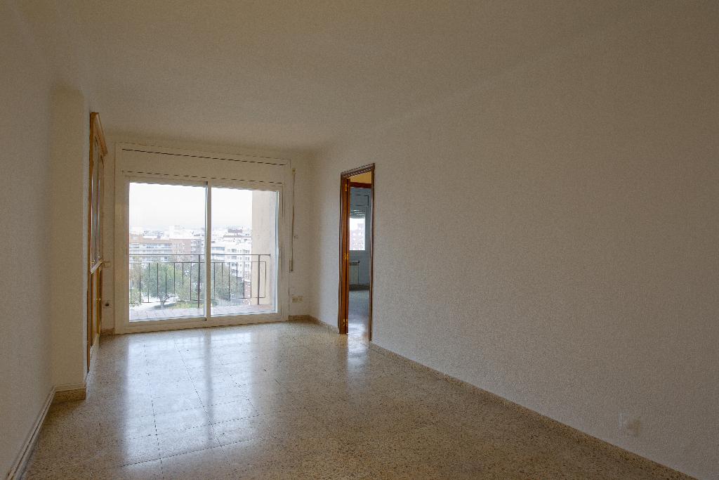 Piso en venta en Reus, Tarragona, Paseo Misericordia, 84.000 €, 4 habitaciones, 1 baño, 104 m2