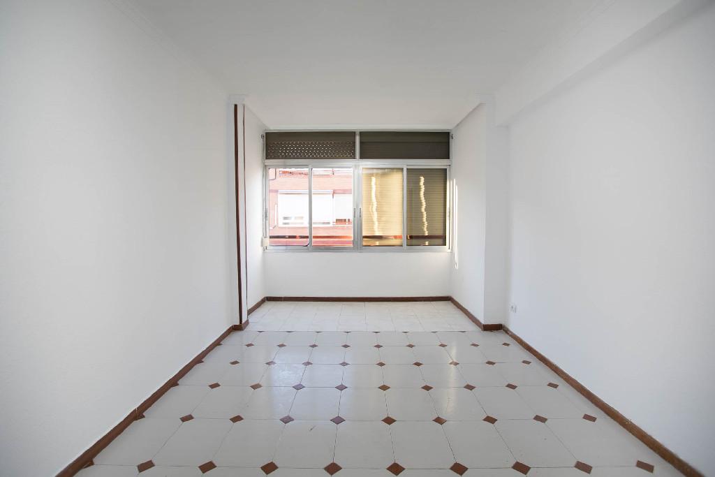 Piso en venta en Azuqueca de Henares, Guadalajara, Calle Ferrocarril, 61.000 €, 3 habitaciones, 1 baño, 64 m2