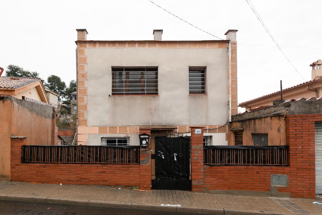 Casa en venta en Sant Vicenç Dels Horts, Barcelona, Calle L` Aierol, 151.000 €, 4 habitaciones, 2 baños, 113 m2