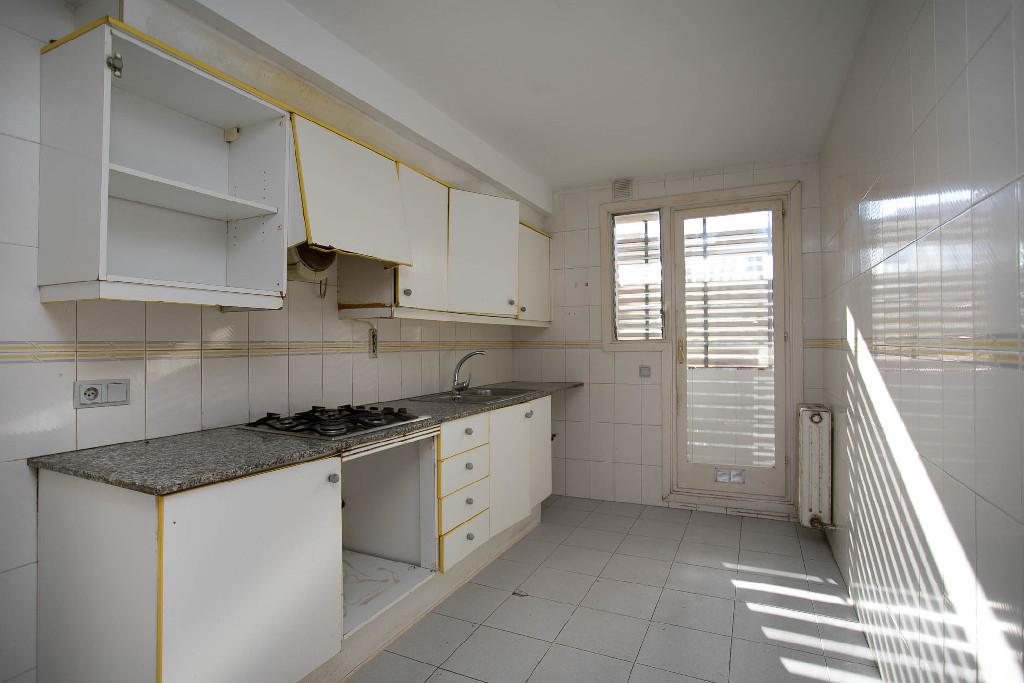Piso en venta en Girona, Girona, Calle Torras I Bages, 81.000 €, 3 habitaciones, 2 baños, 99 m2