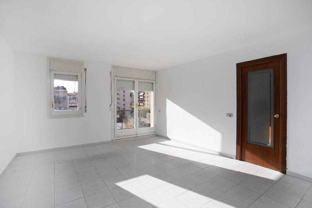 Piso en venta en Girona, Girona, Calle Torras I Bages, 85.500 €, 3 habitaciones, 2 baños, 99 m2