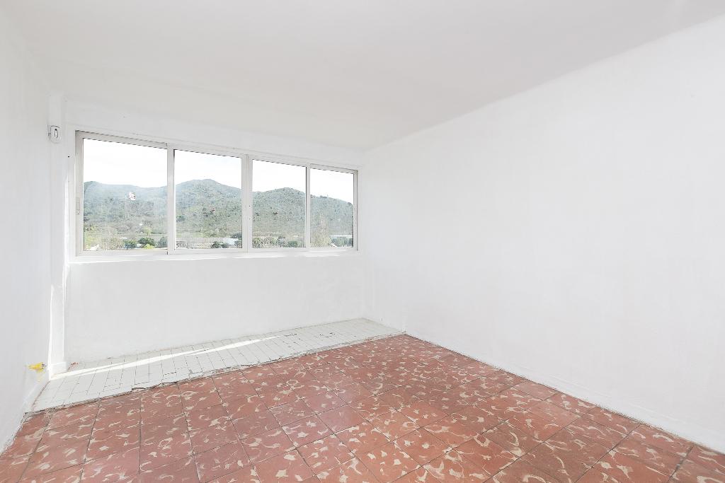 Piso en venta en Montcada I Reixac, Barcelona, Calle Ribera, 59.000 €, 3 habitaciones, 1 baño, 66 m2