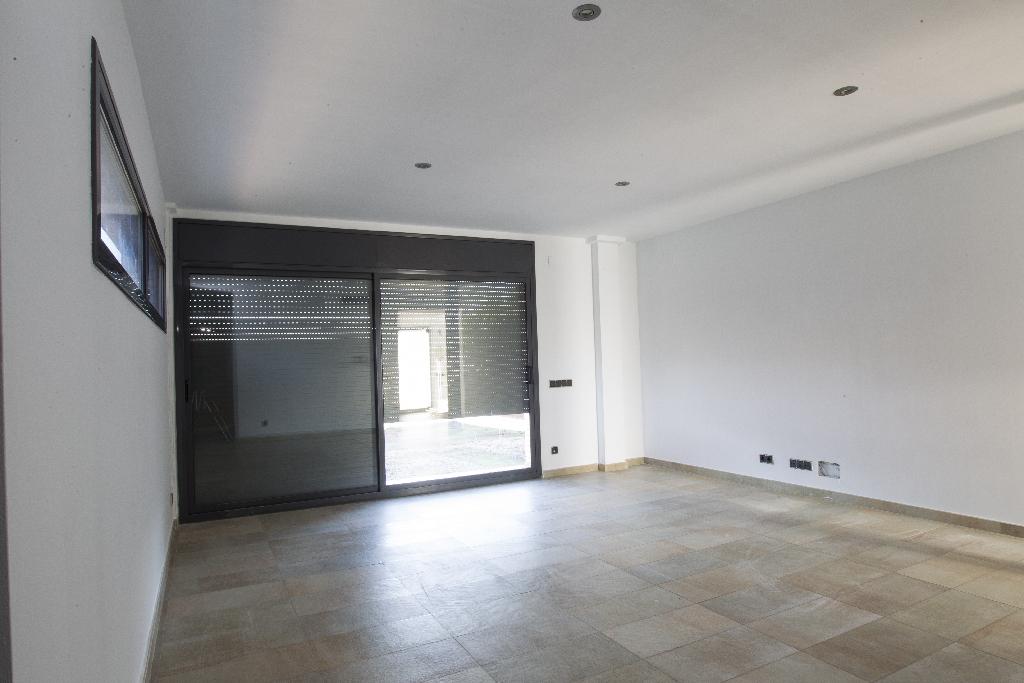 Casa en venta en Els Pallaresos, Tarragona, Calle Avenç, 313.000 €, 4 habitaciones, 3 baños, 251 m2