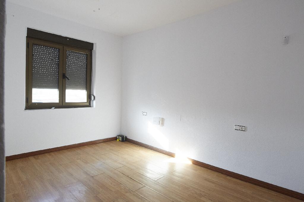 Piso en venta en Avilés, Asturias, Calle Casas del Campanal, 47.500 €, 2 habitaciones, 1 baño, 74 m2