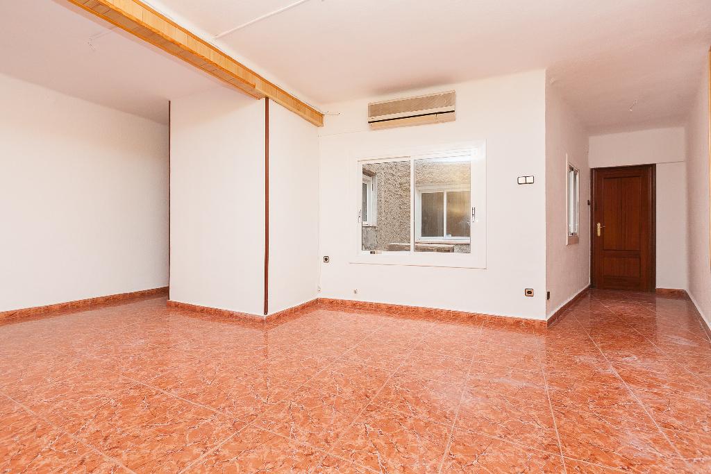 Piso en venta en Sabadell, Barcelona, Calle Navacerrada, 75.000 €, 3 habitaciones, 1 baño, 67 m2