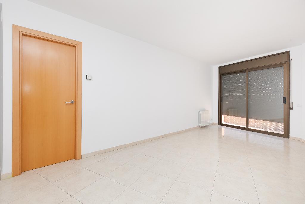 Piso en venta en Sant Quintí de Mediona, Barcelona, Avenida Montserrat, 136.500 €, 3 habitaciones, 2 baños, 137 m2