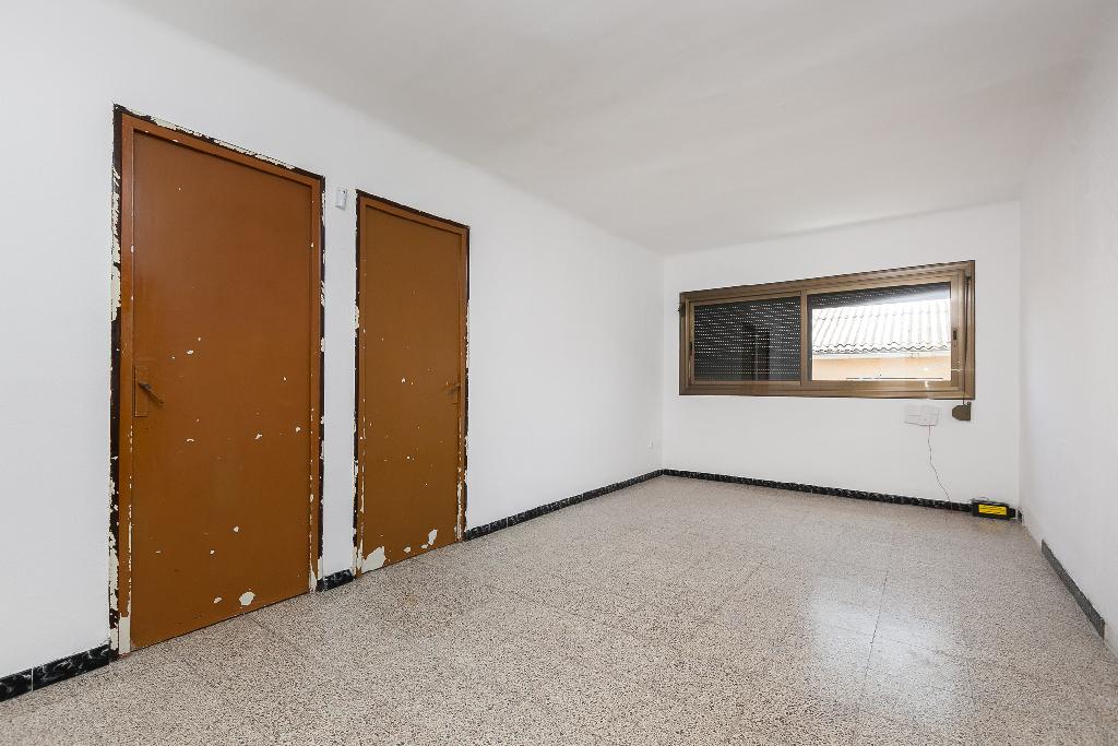 Piso en venta en Terrassa, Barcelona, Calle Guadiana, 89.500 €, 3 habitaciones, 1 baño, 79 m2