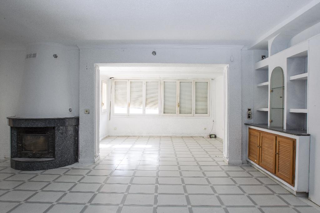 Casa en venta en L` Ametlla de Mar, Tarragona, Calle Horitzo, 308.000 €, 7 habitaciones, 5 baños, 310 m2