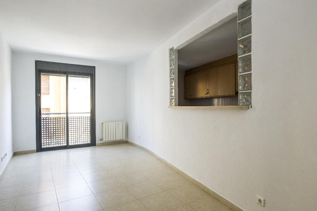 Piso en venta en Ulldecona, Tarragona, Calle Guifre, 74.500 €, 2 habitaciones, 2 baños, 100 m2