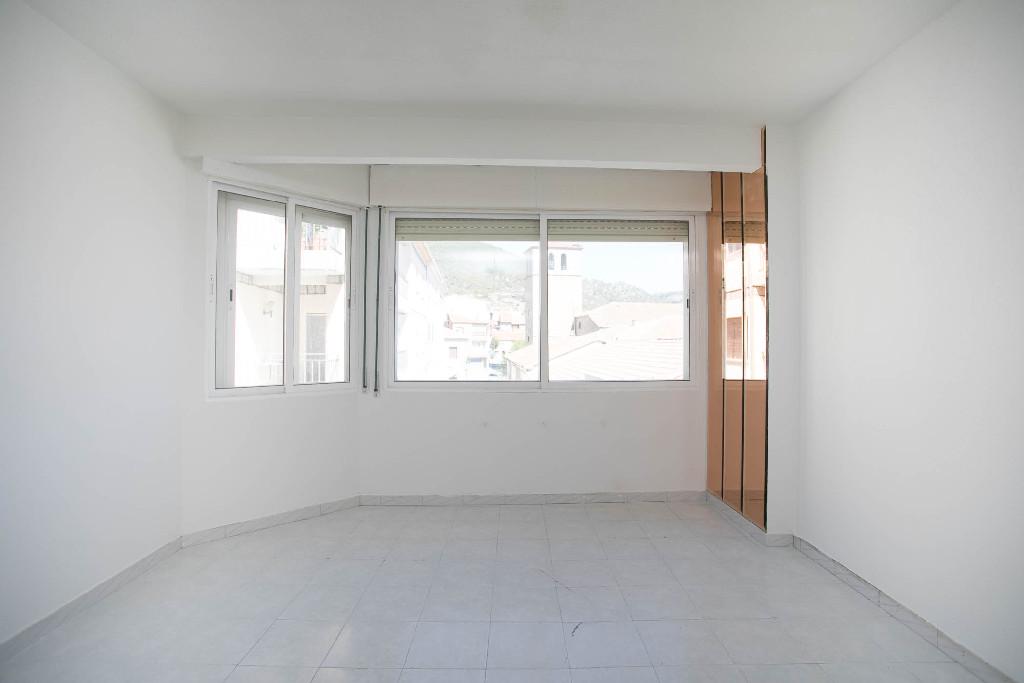 Piso en venta en El Barraco, Ávila, Calle Mercado Chico, 44.000 €, 3 habitaciones, 1 baño, 78 m2