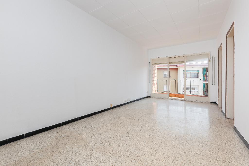 Piso en venta en Sabadell, Barcelona, Calle Constantino, 132.000 €, 4 habitaciones, 1 baño, 92 m2