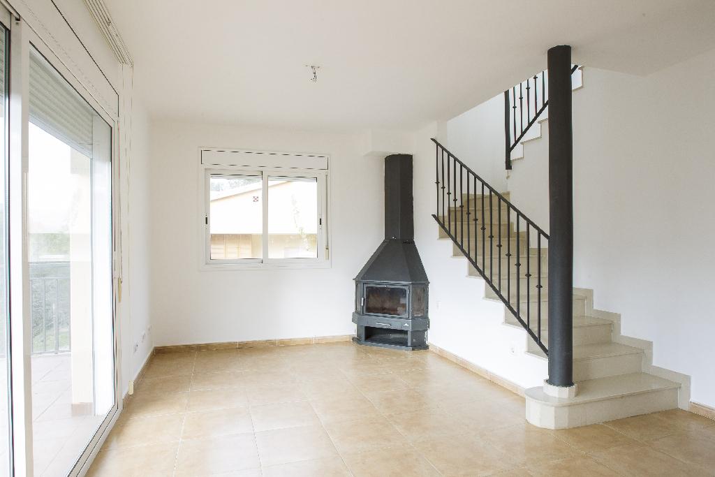 Casa en venta en La Bisbal del Penedès, Tarragona, Calle Cardener, 114.000 €, 4 habitaciones, 2 baños, 139 m2