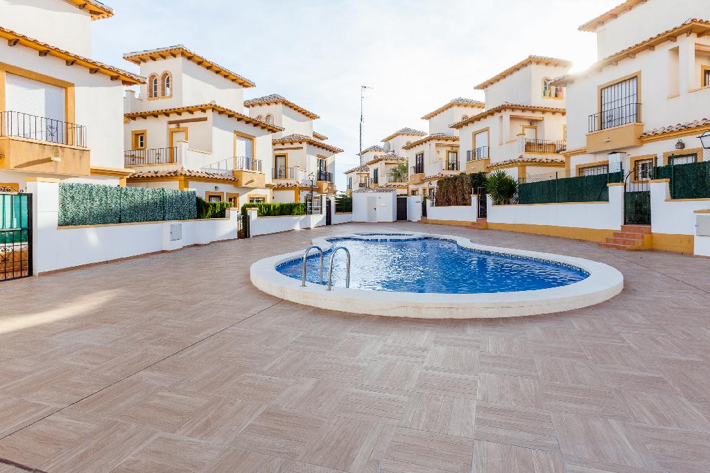 Casa en venta en Orihuela, Alicante, Urbanización Señorio de Cabo Roig, 216.500 €, 2 habitaciones, 2 baños, 99 m2