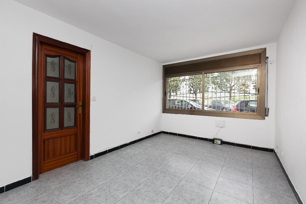 Piso en venta en Sant Vicenç Dels Horts, Barcelona, Calle Riu, 133.500 €, 3 habitaciones, 1 baño, 68 m2