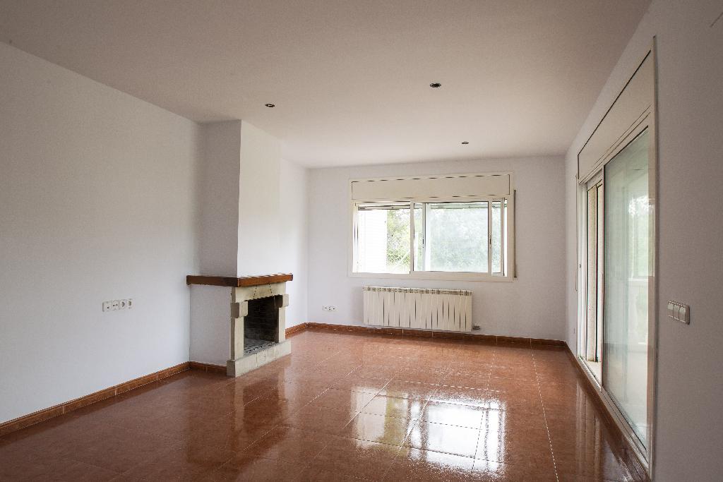 Casa en venta en La Bisbal del Penedès, Tarragona, Calle Antoni Tapies, 124.500 €, 3 habitaciones, 2 baños, 220 m2