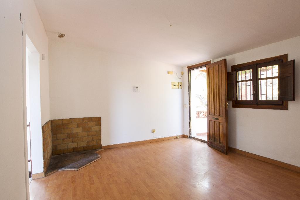 Casa en venta en La Bisbal del Penedès, Tarragona, Calle Claudio Coello, 75.000 €, 3 habitaciones, 2 baños, 80 m2
