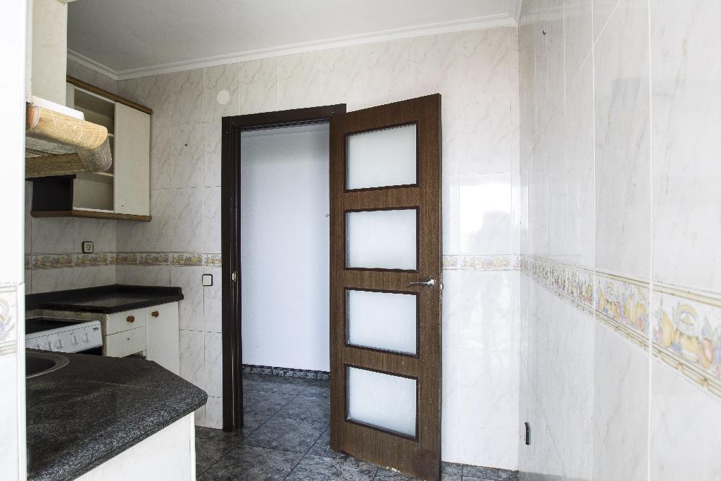 Piso en venta en Piso en Tarragona, Tarragona, 66.000 €, 4 habitaciones, 1 baño, 84 m2