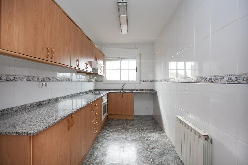 Casa en venta en El Vendrell, Tarragona, Calle Garona, 163.000 €, 3 habitaciones, 2 baños, 177 m2