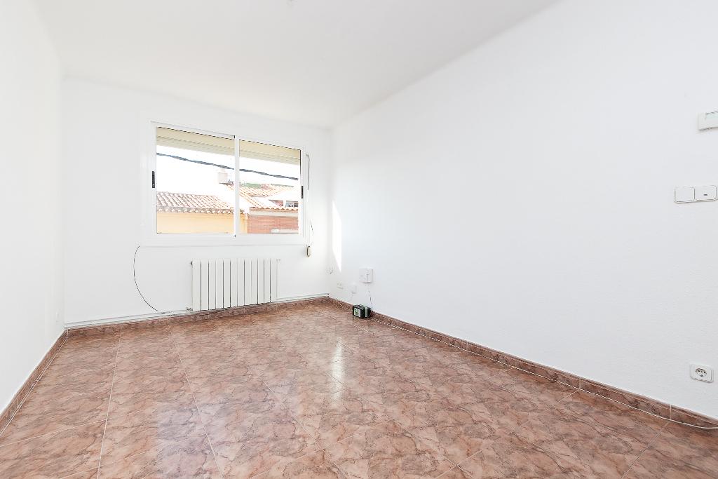 Piso en venta en Rubí, Barcelona, Calle Sabadell, 128.000 €, 3 habitaciones, 1 baño, 81 m2