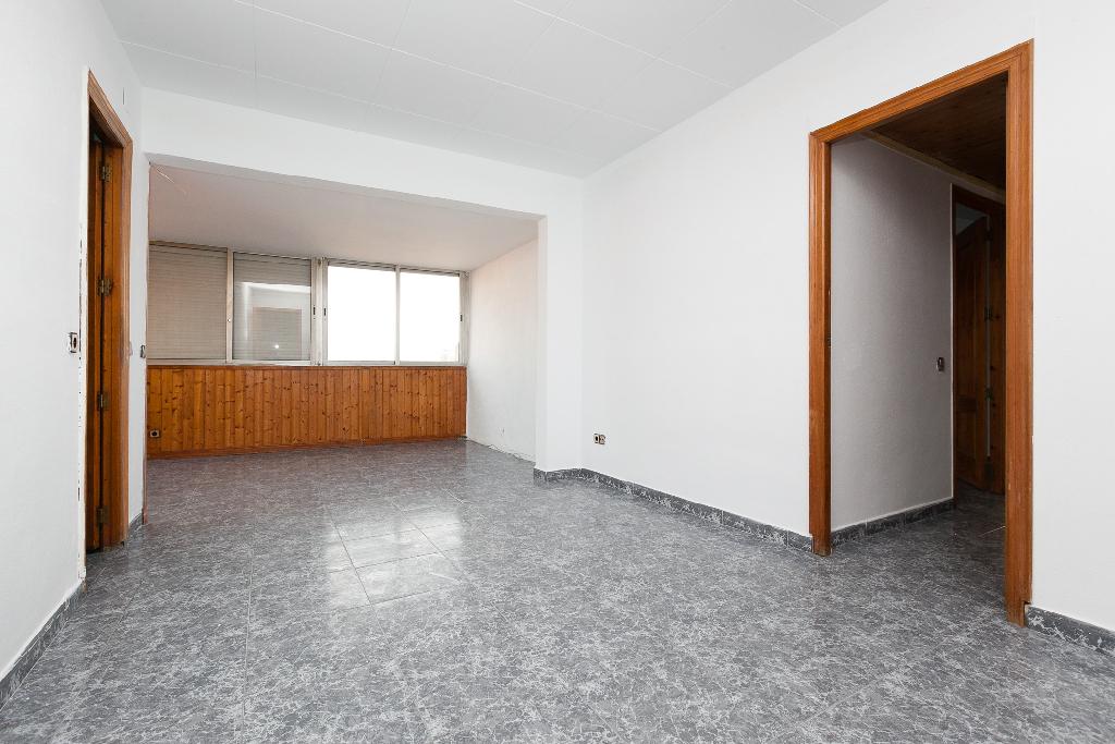 Piso en venta en Sabadell, Barcelona, Calle Santiago Rusiñol, 75.000 €, 2 habitaciones, 1 baño, 59 m2