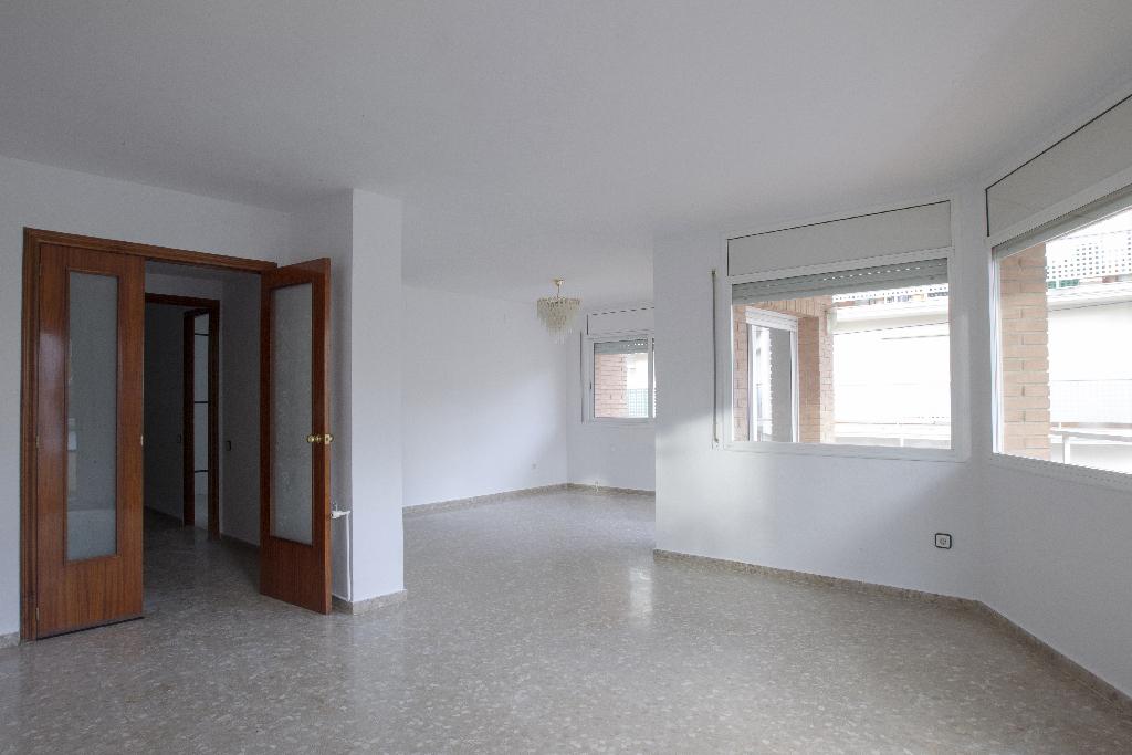 Piso en venta en Vila-rodona, Tarragona, Avenida Enric Benet, 122.500 €, 4 habitaciones, 1 baño, 316 m2
